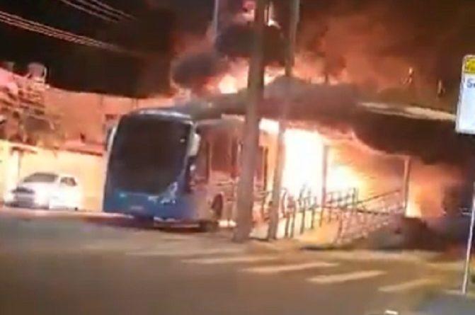 Ônibus BRT Fogo