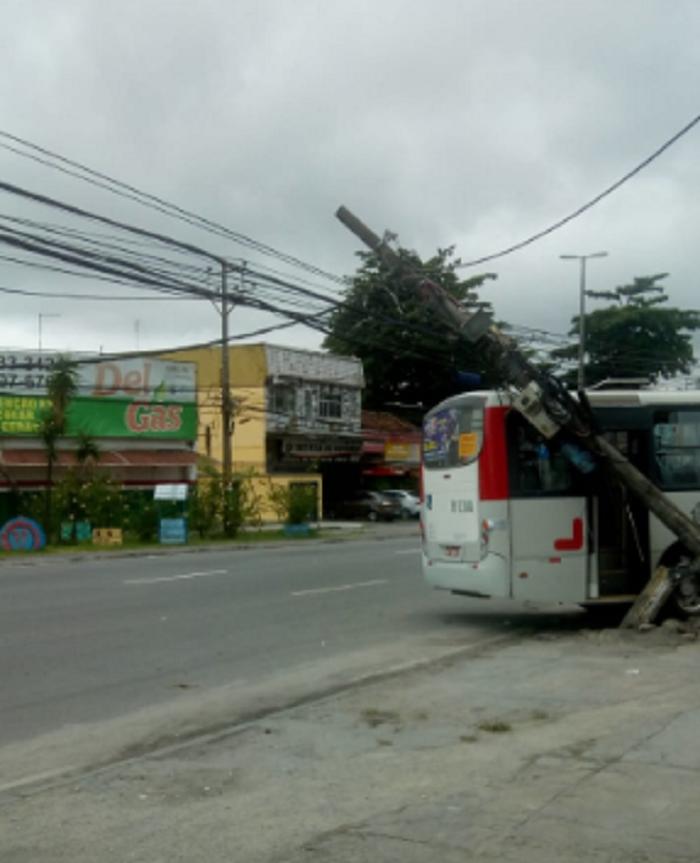 Ônibus Poste Realengo